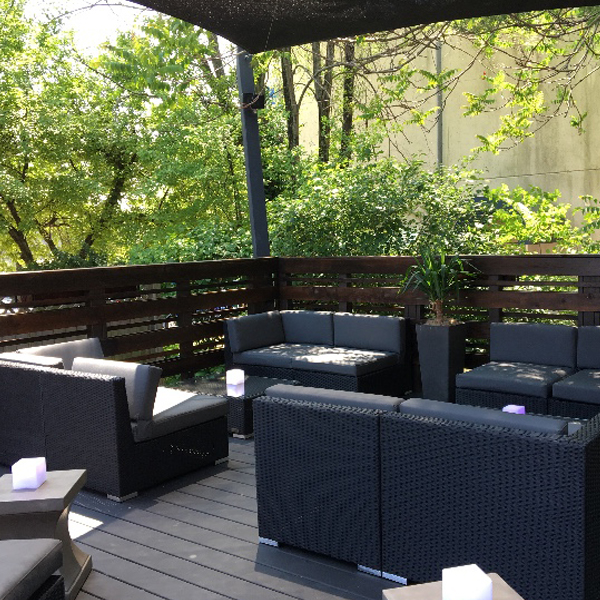 Outdoor Dining at 1910 Bar